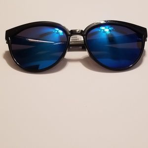 Accessories - Black sunglasses with blue reflective lenses